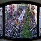 Hermandad de la Candelaria por los palcos y Avenida de la Constitucón. FOTO: J.M.SERRANO