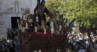 El Cristo de la Misión el Viernes de Dolores de la Semana Santa de Sevilla. Foto: Juan Flores