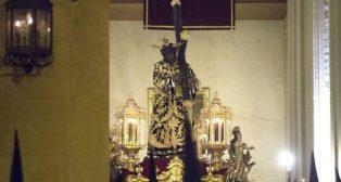 Señor de la Salud de los Gitanos en la Madrugada de la Semana Santa de Sevilla. Foto: Rocío Ruz