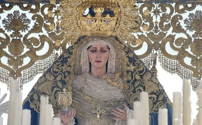 Virgen de Consolación de la Sed el Miércoles Santo de la Semana Santa de Sevilla. Foto: Jesús Spínola