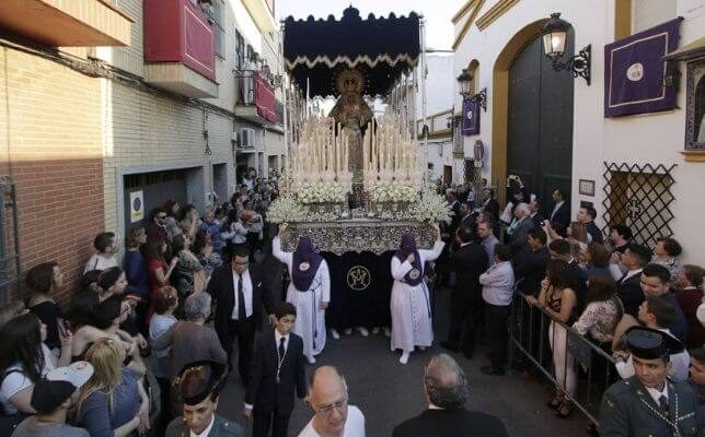 Virgen del Dulce Nombre de Bellavista el Viernes de Dolores de la Semana Santa de Sevilla. Foto: Juan Flores