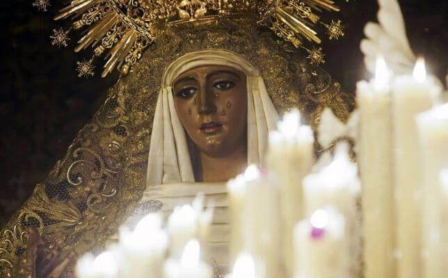 La Esperanza de Triana la Madrugada del Viernes Santo. Foto: Manuel Gómez