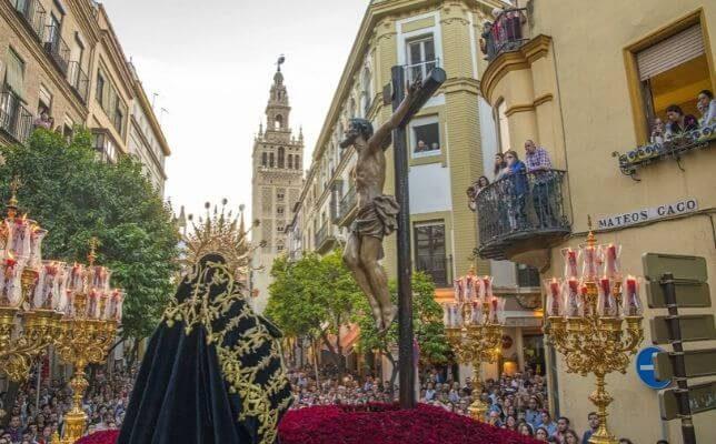 Santa Cruz el Martes Santo. Foto: Juan José Úbeda