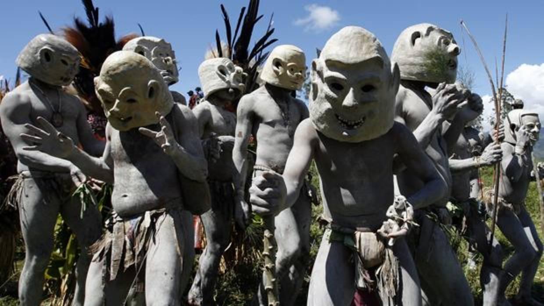 Cuarto milenio la tribu asaro los ltimos can bales for Ver ultimo cuarto milenio