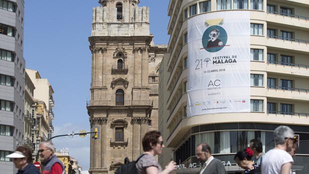 Cartel anunciando la vigésimo primera edición del Festival de Cine en Español de Málaga