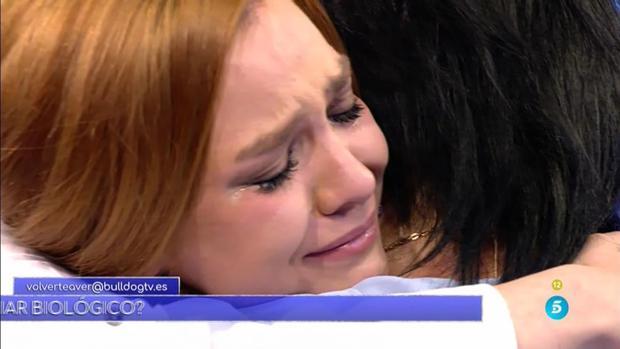 Estefanía, a sus 24 años, conoció a su madre biológica en el plató de «Volverte a ver»