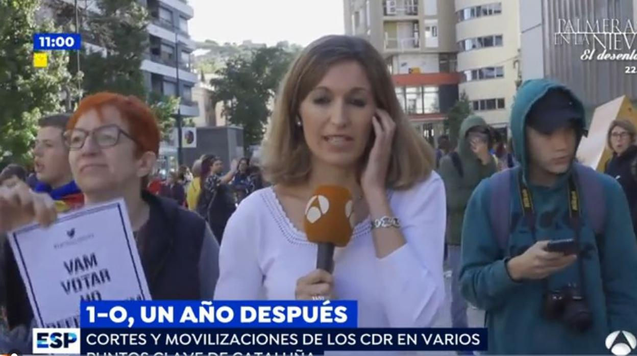 Los secesionistas increpan a una reportera de espejo for Ver espejo publico hoy