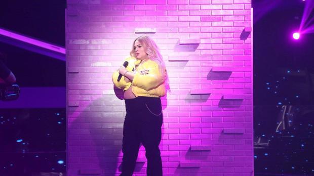 Brays Efe durante su actuación en «Tu cara me suena»