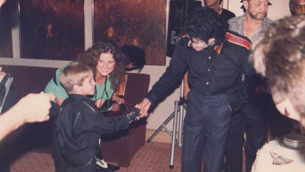 Michael Jackson, con uno de los jóvenes que le han denunciado por abuso sexual