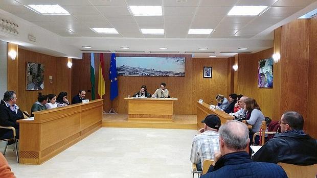 Una imagen del Pleno del Ayuntamiento de Castilblanco
