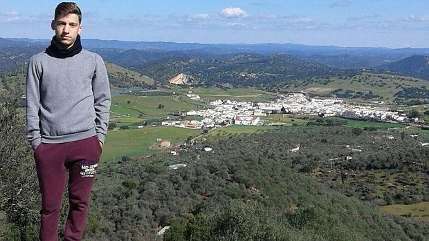 Joaquín Vargas, pese a su juventud, es el promotor del rescate de la Semana Santa