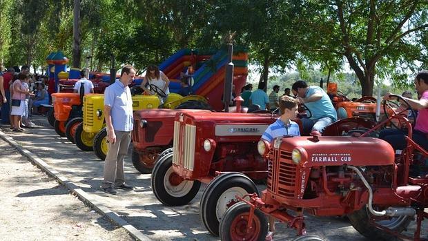 Tractores agr colas de hace 70 a os que son objetos de culto for Tractores en almeria