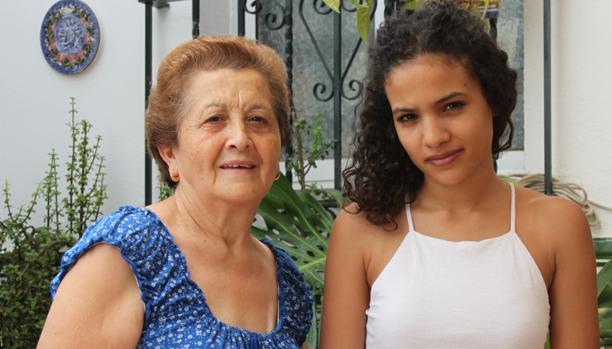 Asunción Tirado «La Palomita» con la joven saharaui