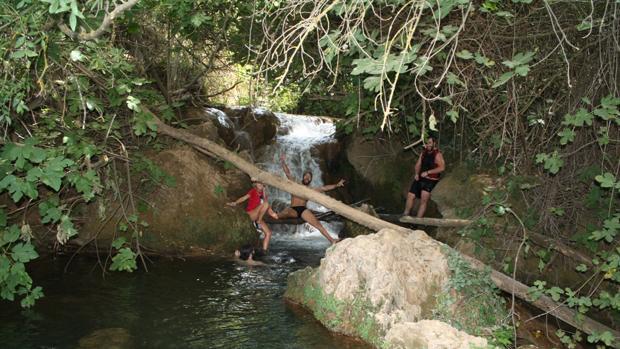 Agentes de Medio Ambiente controlan e informan sobre los usos prohibidos en el monumento natural de las cascadas del Huéznar