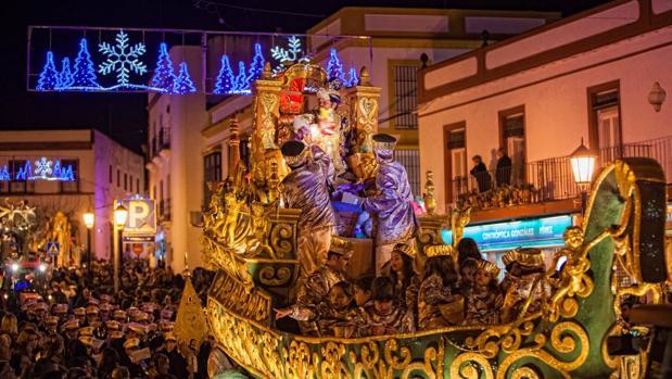 Carrozas De Reyes Magos Fotos.La Provincia De Sevilla Esperan A Los Reyes Magos