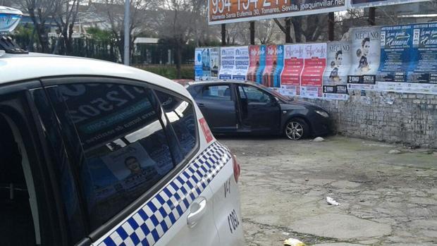 La Policía Local de Tomares logró dar caza al ladrón del vehículo tras el atraco a una farmacia