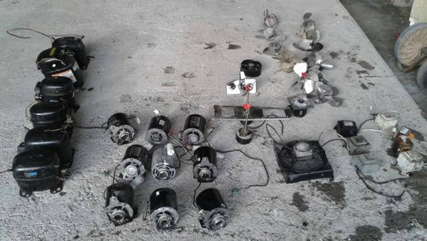 El material recuperado de las máquinas dispensadoras de bebidas ribadas en el Polígono La Red