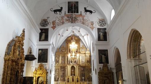 En el interior de la iglesia puede contemplarse también la misma iconografía