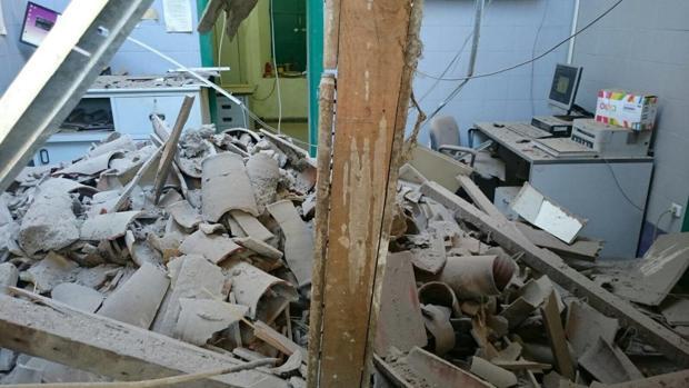 El techo de la segunda planta de la estación de trenes de Cazalla-Constantina se ha «desplomado»