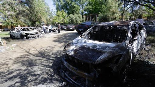 El fuego se quedó a escasos metros de varias viviendas y casas rurales