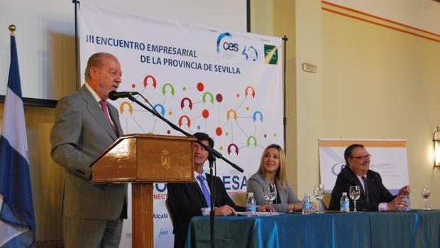 El presidente de la Diputación de Sevilla, Fernando Rodríguez VIllalobos, durante la inauguración del Encuentro