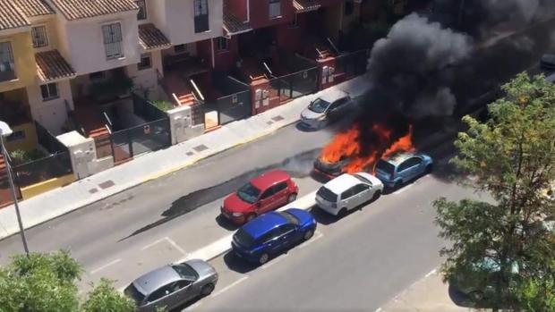 El vehículo en llamas