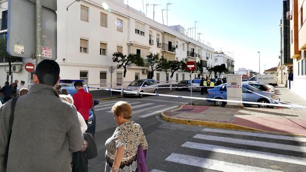El presunto crimen se produjo en una vivienda de la calle Las cabezas de San Juan de Dos Hermanas
