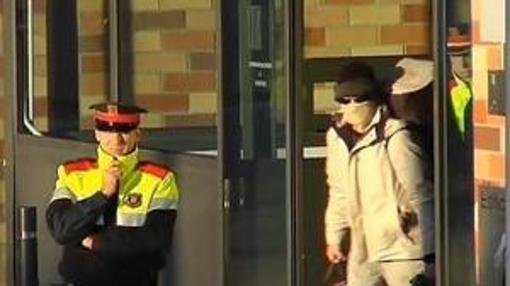 El momento de la salida de prisión del loco del chándal en 2013
