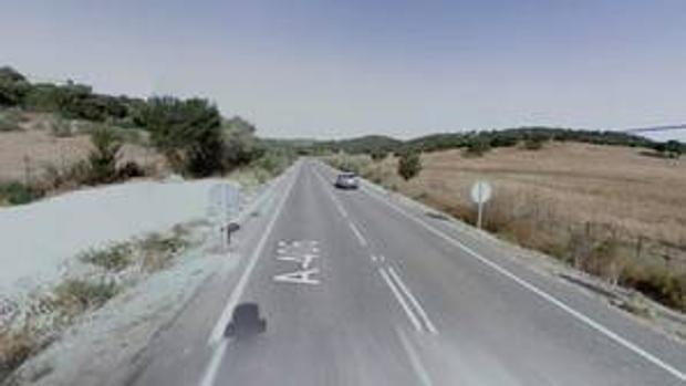 La carretera donde estaba asfaltando el trabajador cuando sufrió el golpe de calor