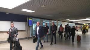 Pasajeros en el aeropuerto hispalense que tendrá una mayor oferta del Grupo Iberia