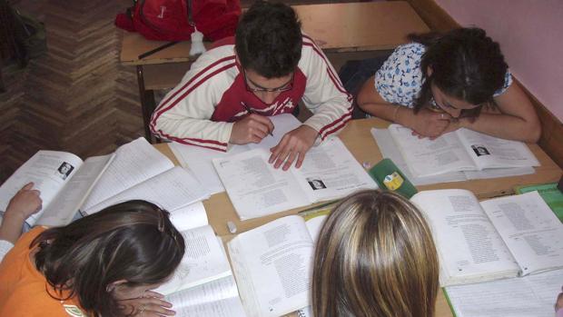Las becas serán de 60 a 90 euros por estudiante en función del ciclo que esté cursando