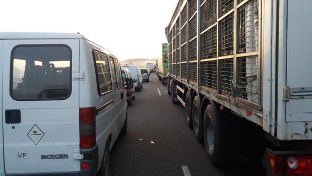 Resultado de imagen de Cortada la A-92 en Osuna por el vuelco de un camión