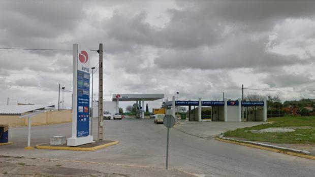 Gasolinera situada en la SE-4107 de Carmona