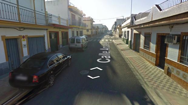 Calle de Dos Hermanas en la que se produjo el tiroteo este domingo