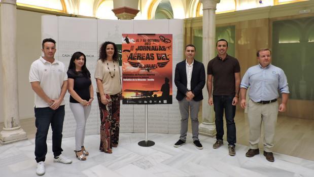 Representantes institucionales y organizadores, durante la presentación de las II Jornadas Aéreas del Aljarafe
