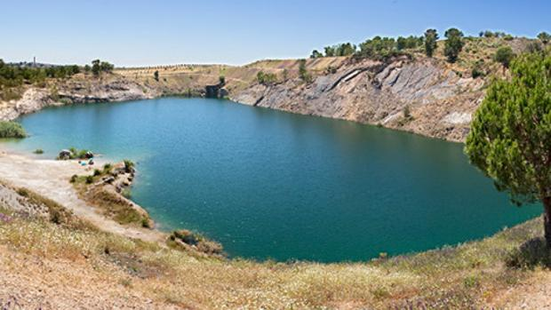 Lago de Villanueva del Río y Minas
