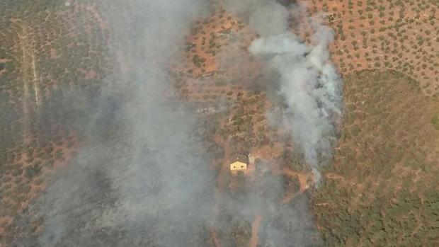 Imagen del incendio declarado este martes en Guadalcanal