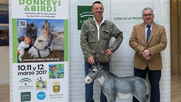 El alcalde de Bormujos, Francisco Molina, (derecha) criticó el comentario de un vecino