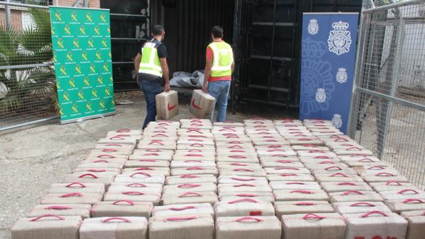 Los agentes pudieron incautarse de 4,3 toneladas que viajaban en dos potentes lanchas