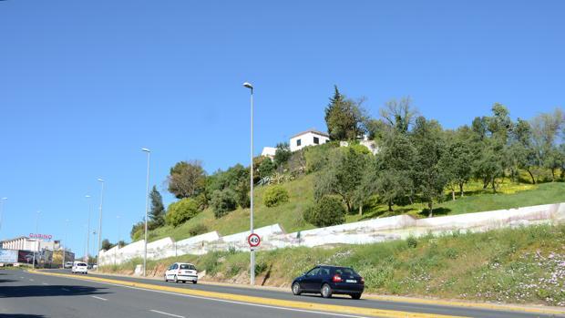 El Ayuntamiento cofinanciará las obras de estabilización de la ladera sobre la que se asienta la urbanización