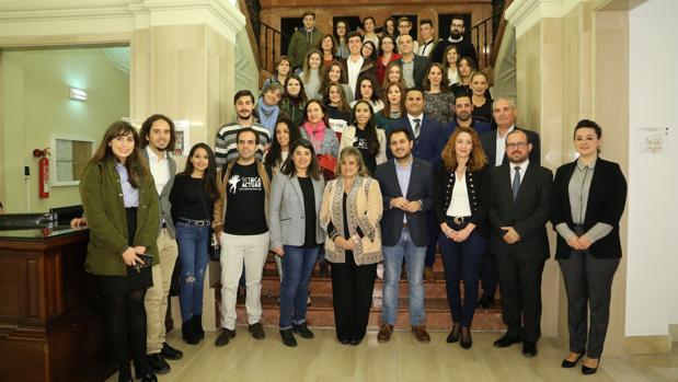 Foto de familia de todos los premiados por el Instituto Andaluz de la Juventud