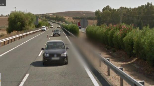 Tres jóvenes han resultado heridos a la altura de Écija tras volcar el vehículo donde viajaban
