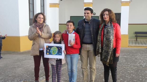 Dos escolares de Morón han ganado un concurso sobre la utilización del agua residual