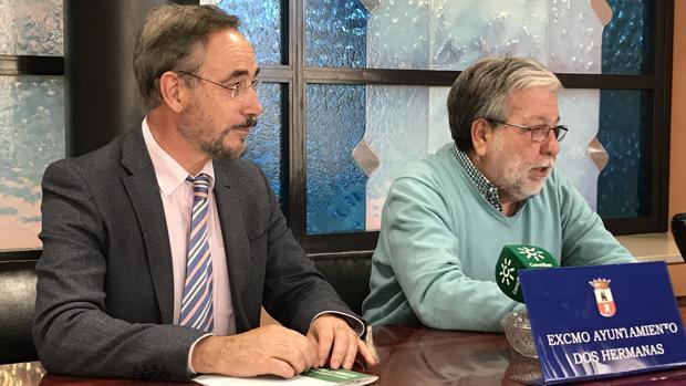 Felipe López, consejero de Fomento y Vivienda de la Junta, y Francisco Toscano, Alcalde de Dos Hermanas