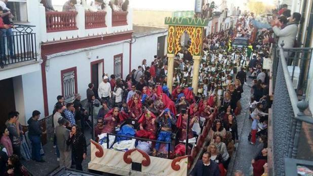 Una carroza de la cabalgata de Reyes Magos de 2017 en Los Palacios