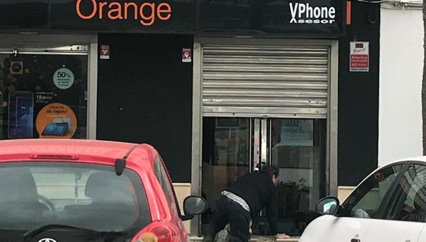 La tienda de telefonía móvil en la que han robado de madrugada