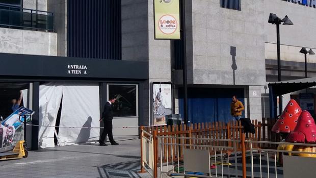La Policía investiga las cámaras de seguridad del centro comercial de San Juan de Aznalfarache donde se ha producido el intento de robo