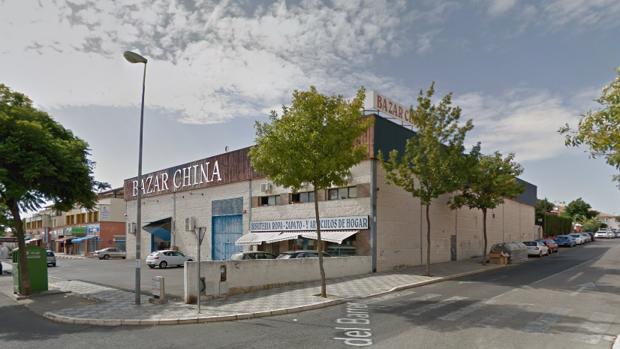 La Policía Local y la Guardia Civil han detenido a cuatro personas por intentar robar en un bazar chino
