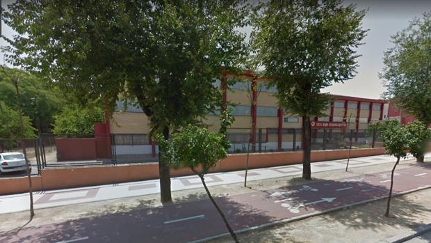 En el IES Bajo Guadalquivir reciben clases cerca de un millar de alumnos