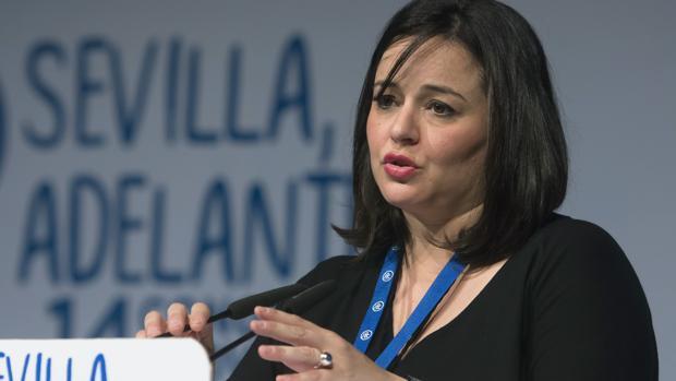 La presidenta del PP Sevilla, Virginia Pérez, en un acto